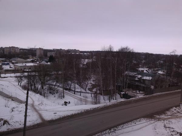 Фотографию сделал когда сегодня проходил через виадук. Снега почти нет, погода почти нулевая, а ведь сегодня 3 января