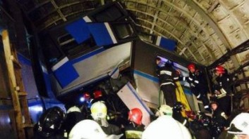 трагедия в метро Москвы - метро-поезд пошел с рельс